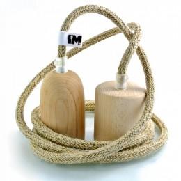Dřevo a len-závěsná žárovka